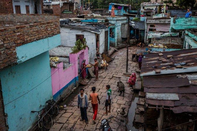 Residents of Maldahiyya basti, a colony of families in Varanasi, India. (Credit Daniel Berehulak for The New York Times)